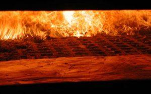 Spalanie biomasy stałej